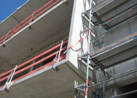 Anderwerk GmbH –Massive Aussenbalkone im Bauzustand