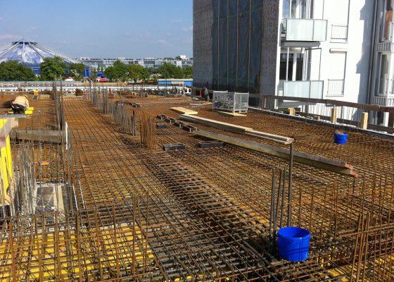 Haidpark –Bewehrung im Bereich der Decke über UG mit angrenzender Nachbarbebauung vor ingenieurtechnischer Kontrolle
