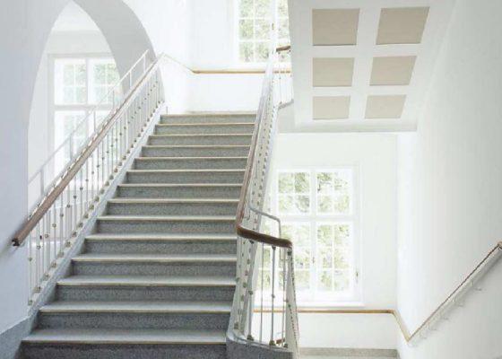 Klinikum Schwabing Bettenhaus 6 – Historisches Treppenhaus nach der Sanierung