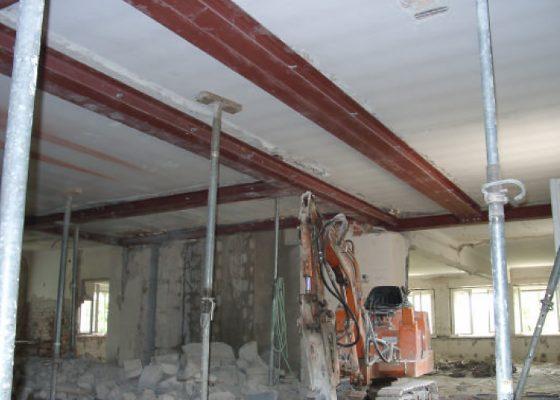 Klinikum Schwabing Bettenhaus 6 – Trägerrost aus Stahlprofilen zur Abfangung der Decke über 3. OG