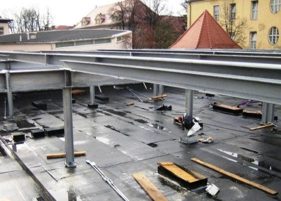 Klinikum Schwabing Haus 25 – Stahlträgerrost als Unterkonstruktion für die Aufstockung Zwischenebene mit Techniknutzung