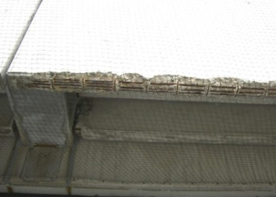 Quiddestraße Schulzentrum – Vor der Sanierung: Umfangreiche Betonabplatzungen und frei liegende Bewehrung