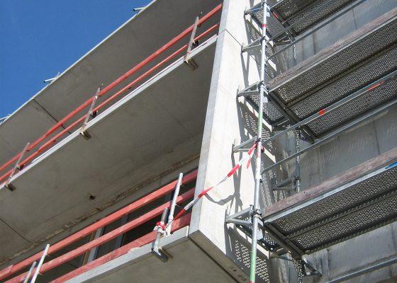 Anderwerk GmbH – Balkonkonstruktion mit Ortbetondecken und Fertigteilwänden